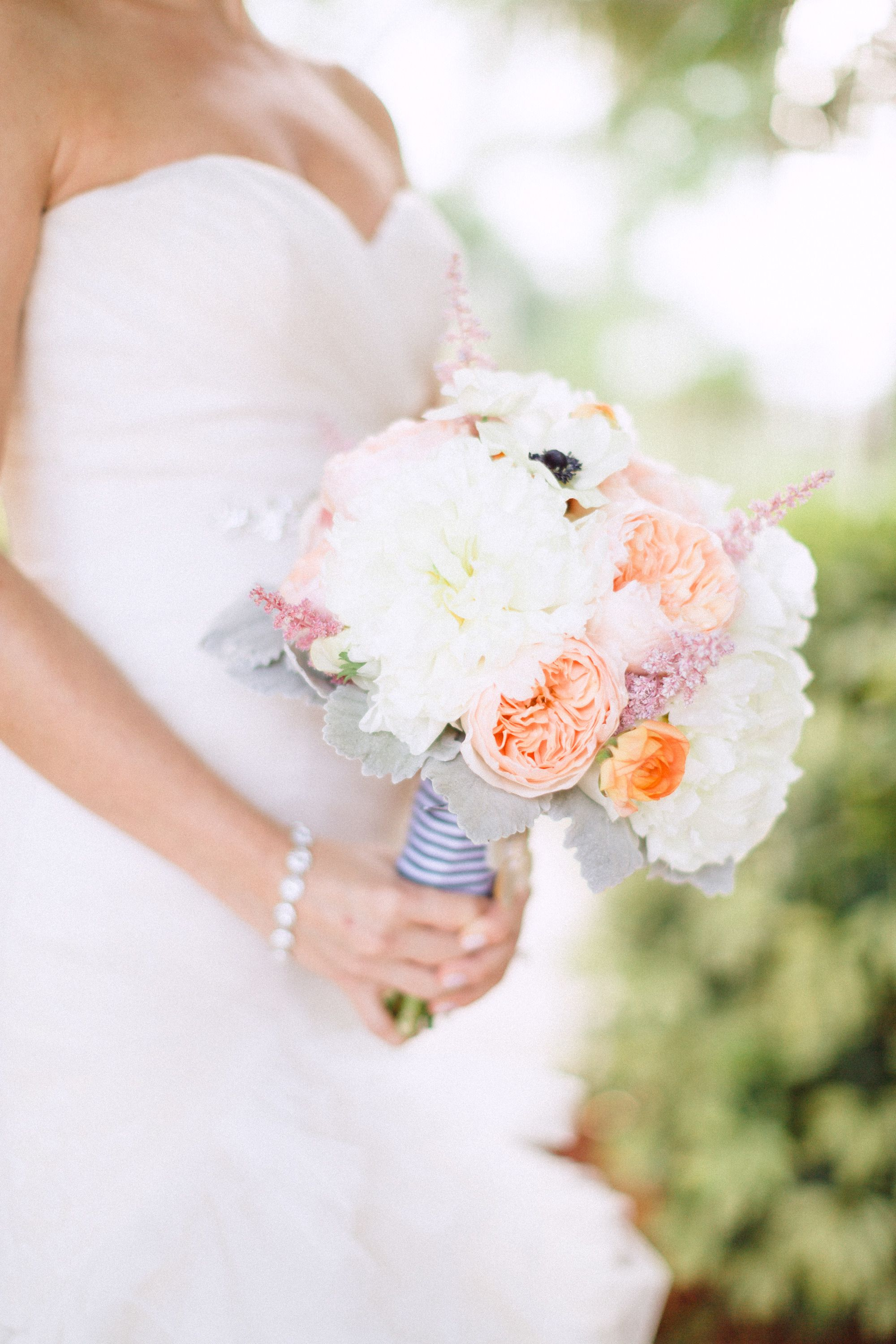 Southern bouquet | Photography: Hunter Ryan Photo - hunterryanphoto.com  Read More: http://www.stylemepretty.com/southeast-weddings/2014/04/28/romantic-southern-affair-in-fort-myers/