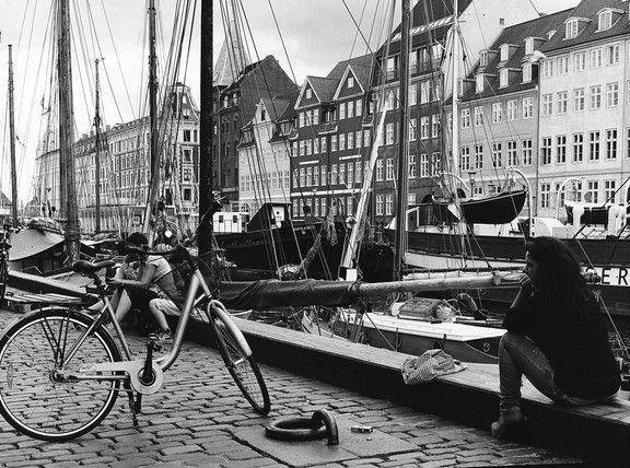 monochrome people in Copenhagen street photography