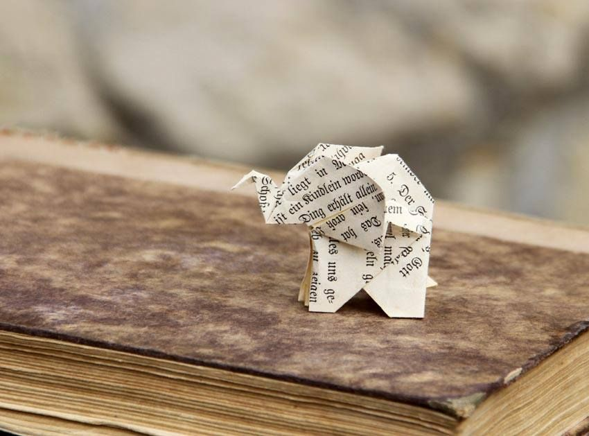 bookogami elefant origami aus alten buchseiten papier objekte aus alten b chern pinterest. Black Bedroom Furniture Sets. Home Design Ideas