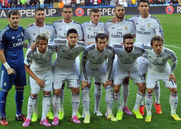 James en su primera foto oficial como titular en el Real Madrid. Super Copa de Europa 120814