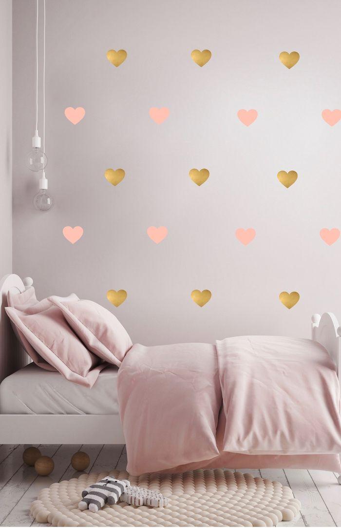 Chambre Rose Pice Aux Murs Rose Poudr Avec Coeurs En Papier Rose
