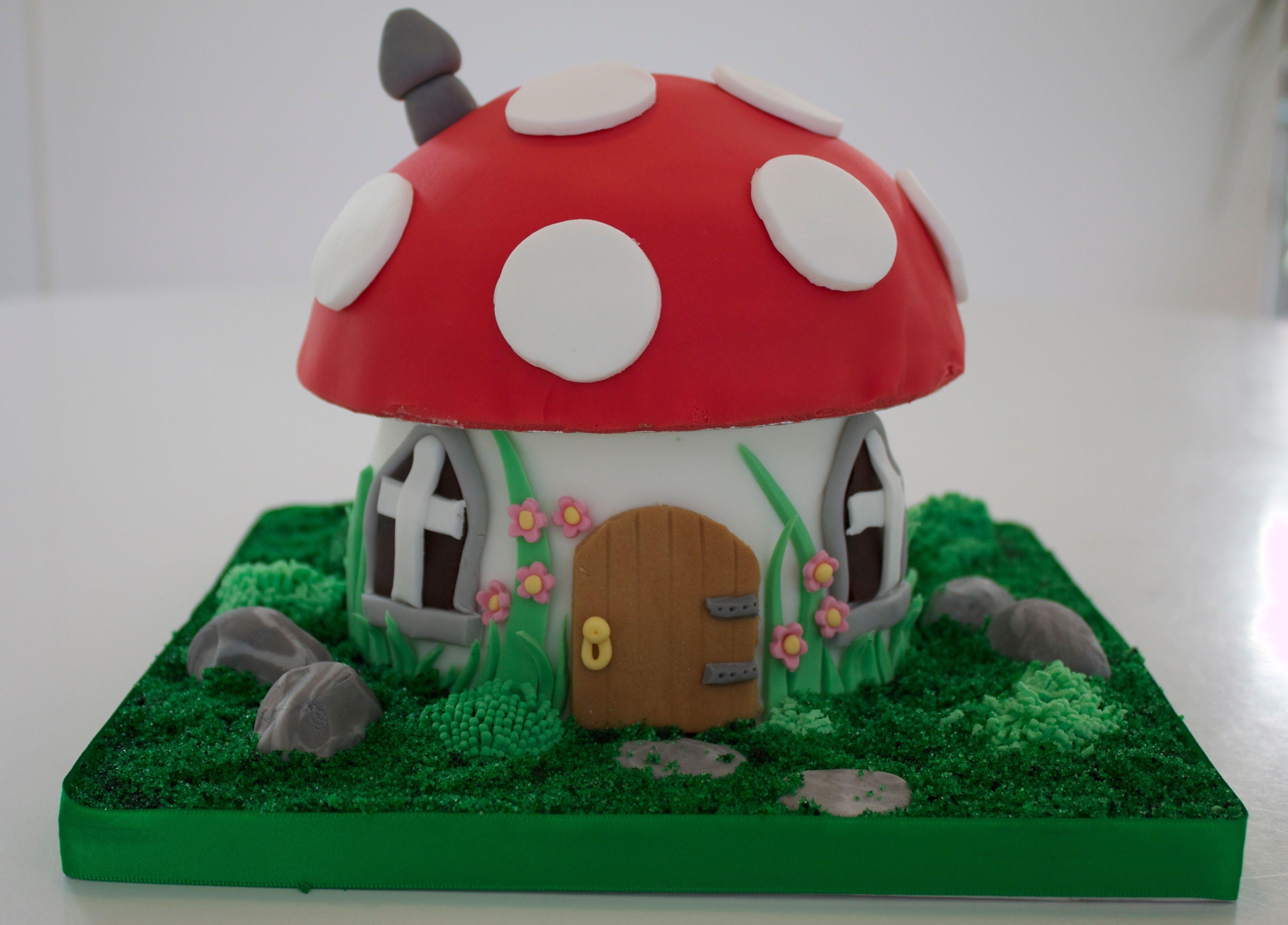 Toadstool house wwwcakesbypennyandsuecouk house cake