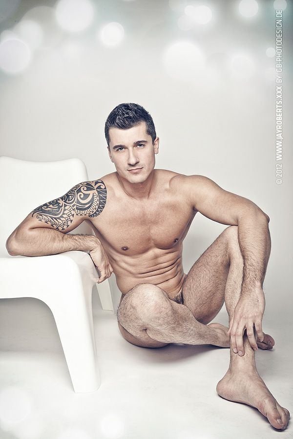 thomas-roberts-naked-photo