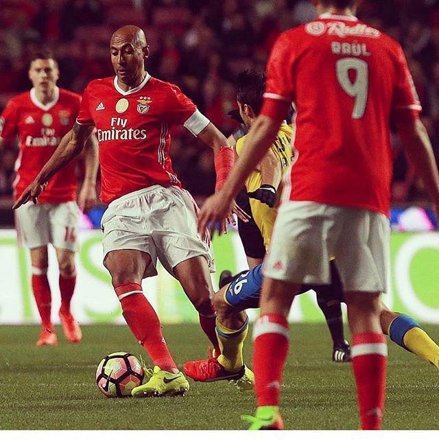 Parabens Meu Amor Ontem Fez 499 Jogos Pelo Maior Do Mundo Benfica Orgulho Slb Benficaatemorrer Luisao4 Amor Carregabenf Instagram Posts Instagram