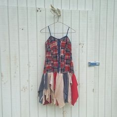 Great revamped clothing made from recycled denim. Includes everything from skirts and jackets to bags, belts and jeans. Enjoy!    (12703)