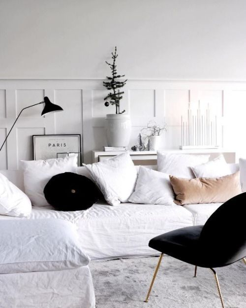 Love the clean white look of this minimalist decor for Cozy minimalist interior