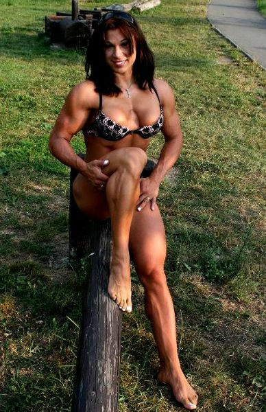 Muscle goddess destroys watermelon with strong thighs