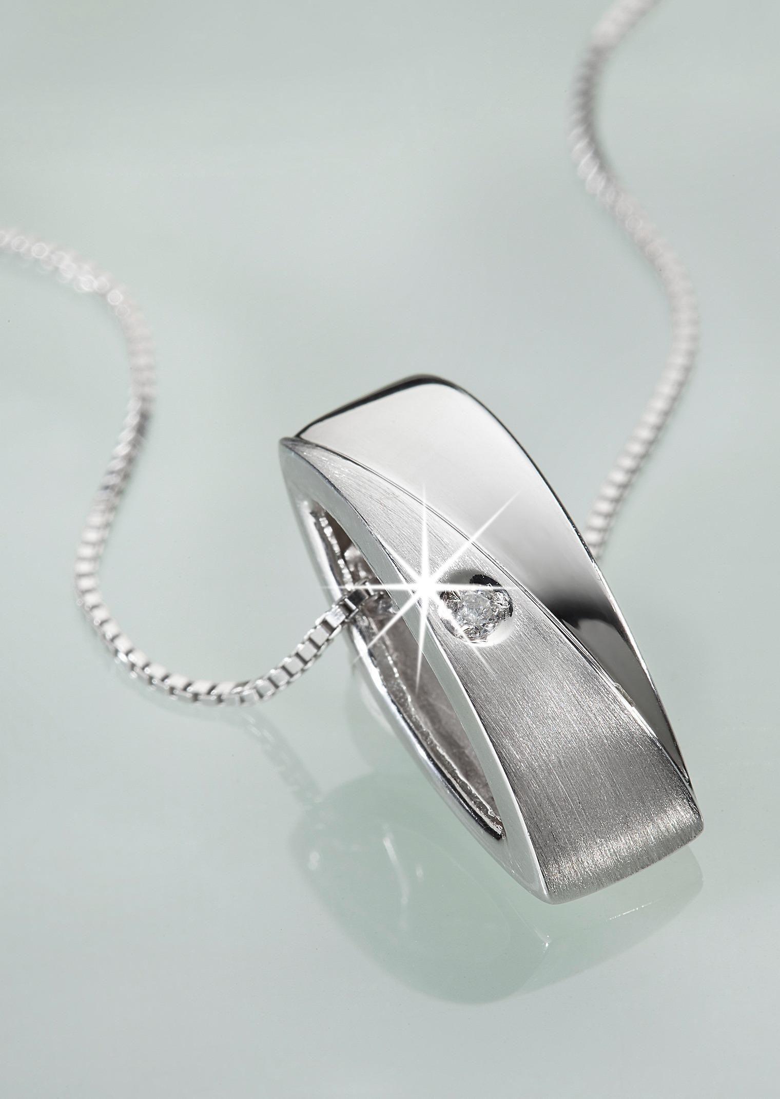 Zarte #Kette aus echtem #Silber mit funkelndem #Diamant ©Atelier Goldner Schnitt | www.ateliergs.at