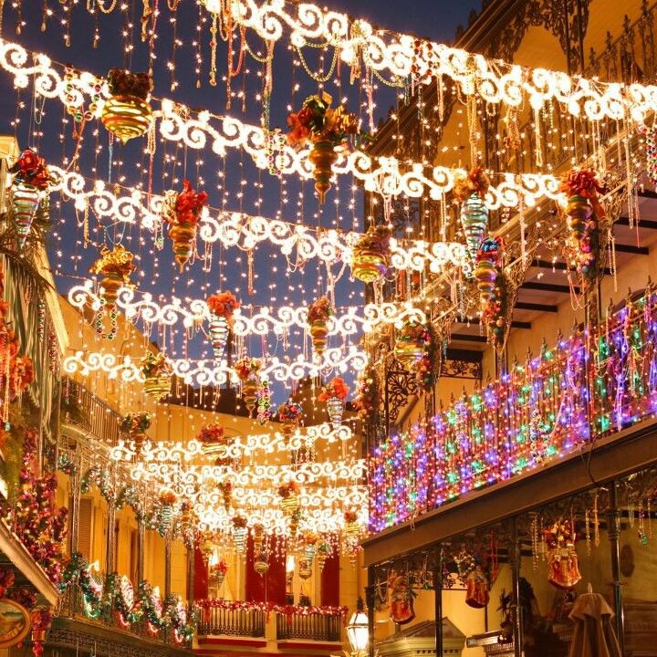 Disneyland Decorated For Christmas: I Want To Go So Bad! -Disneyland Christmas Decorations