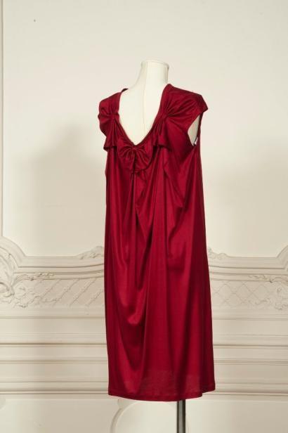 Yves SAINT LAURENT Robe en jersey de soie rouge, encolure