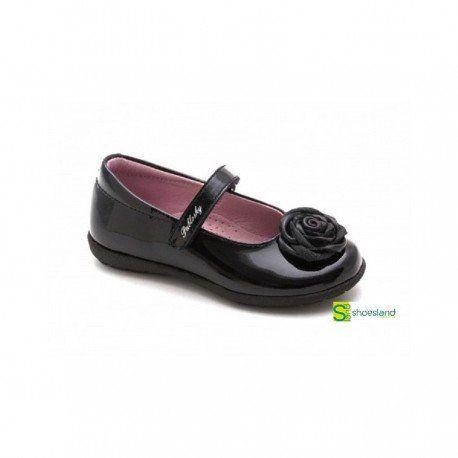 71b89e6cde Elegantes e intemporales zapatos tipo merceditas para niña en charol color  negro con detalle de flor con la calidad Pablosky.