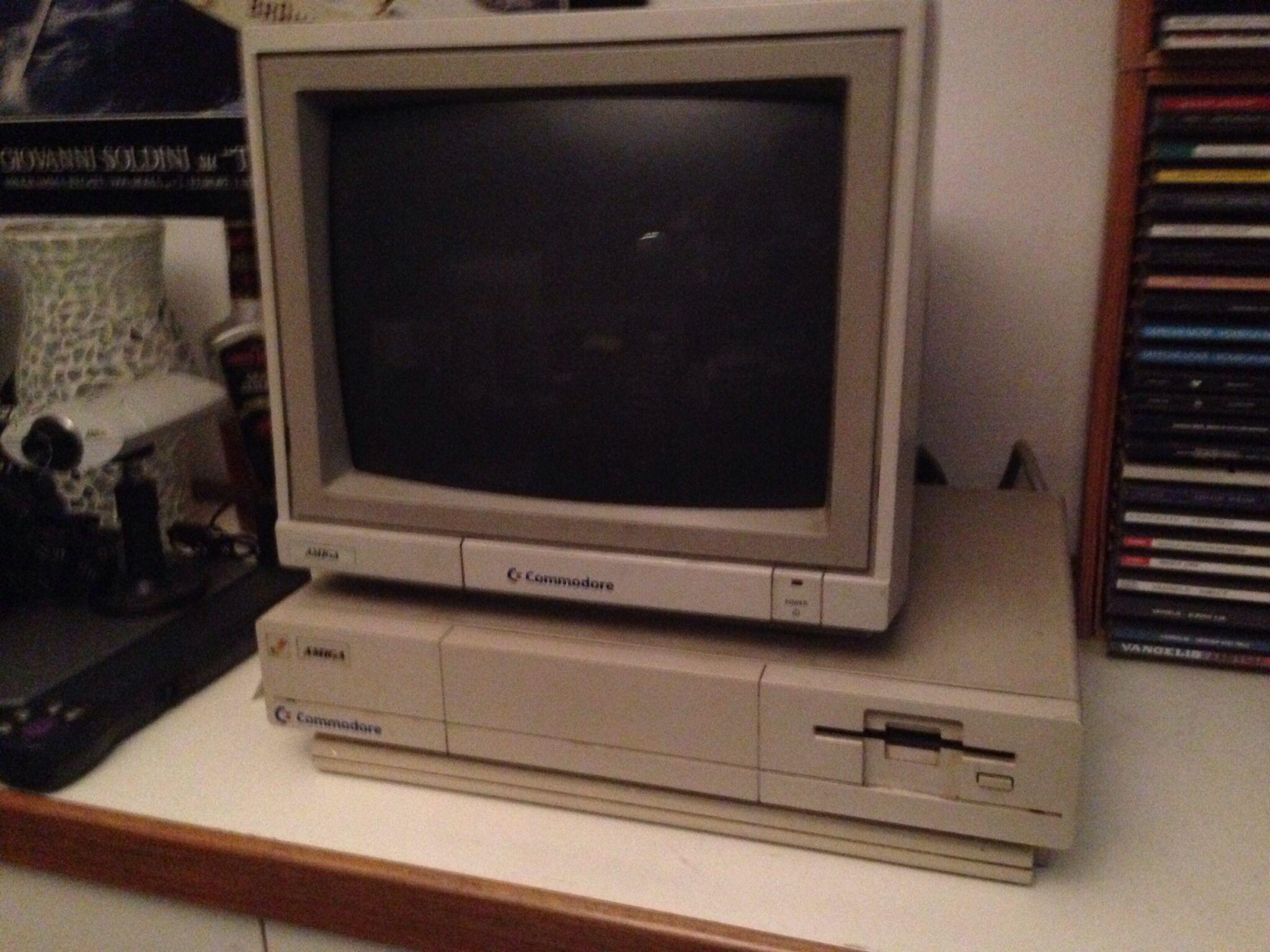La mia Amiga 1000 perfettamente funzionante... Anno 1986