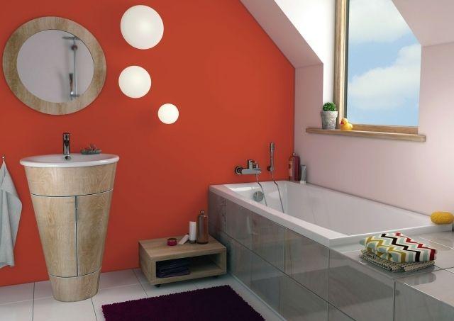 Farbideen Badezimmer ~ Farbe badezimmer streichen flieder lila weiße fliesen badewanne