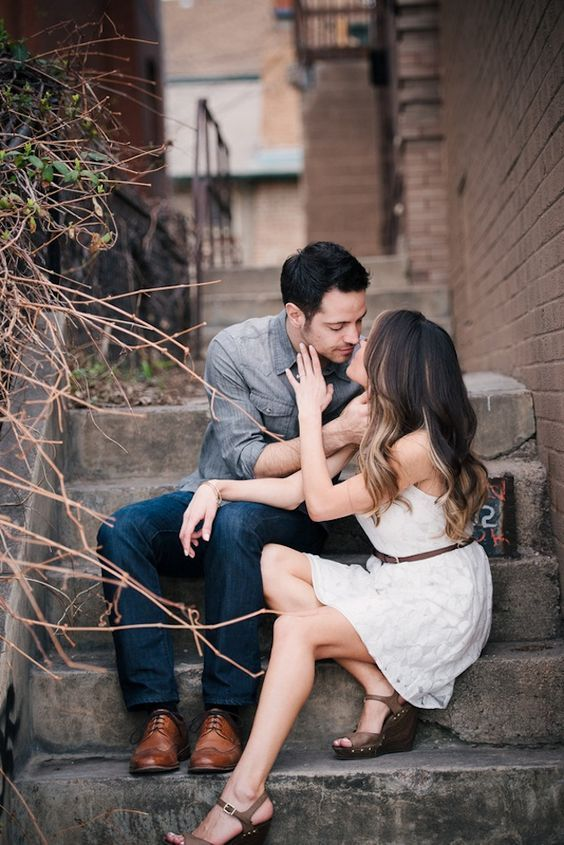 25 Creative And Unique Engagement Photo Ideas From Pinterest Engagement Photo Props Wedding Couple Poses Engagement Photo Poses