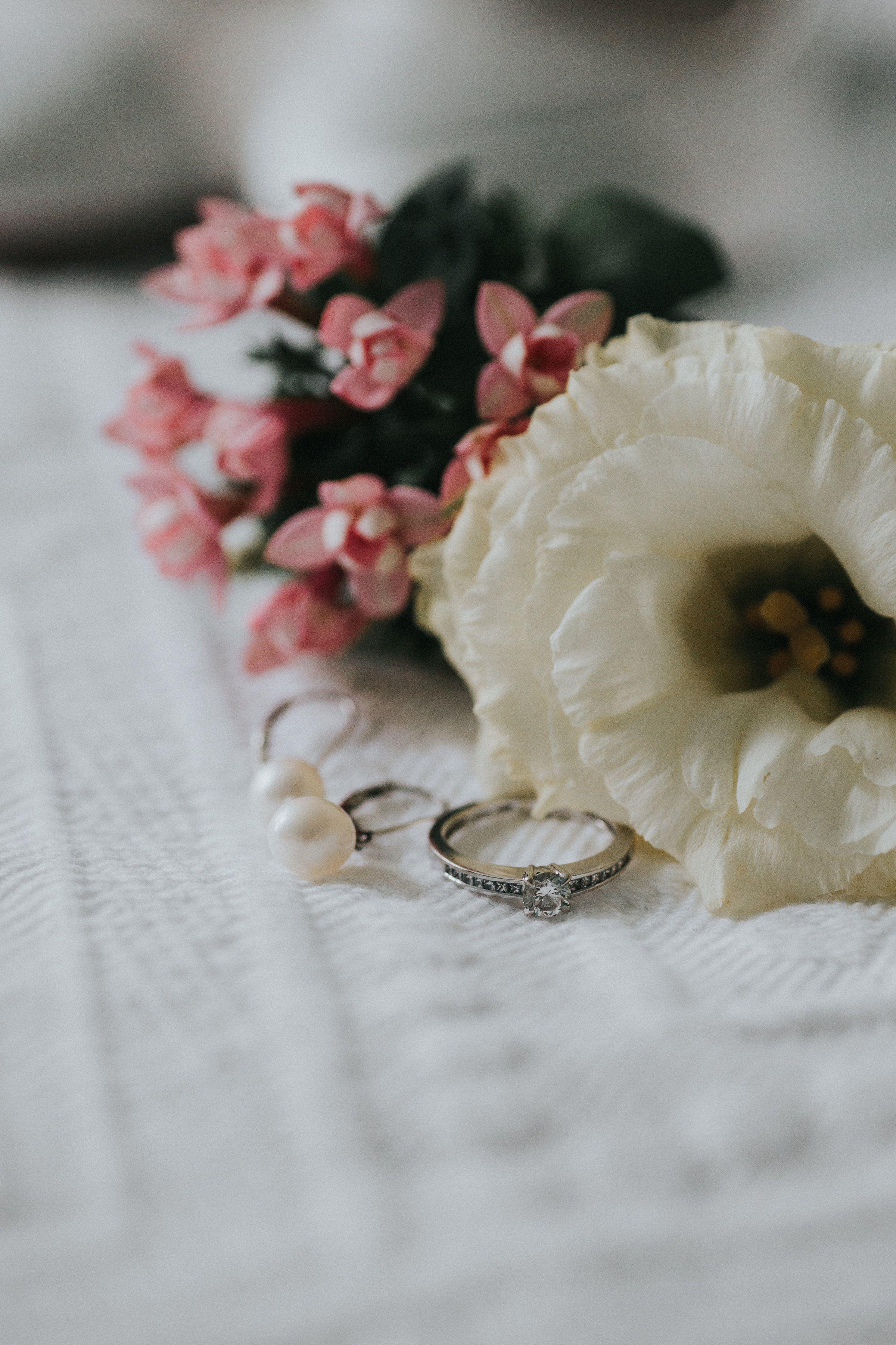 Brautschmuck Blumen Ringe Hochzeit Real Wedding Wonderwed Wedding