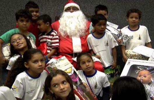 """Matéria """"Natal no STJ"""", exibida no programa Fique por Dentro. Edição e finalização: Mari Bontempo."""
