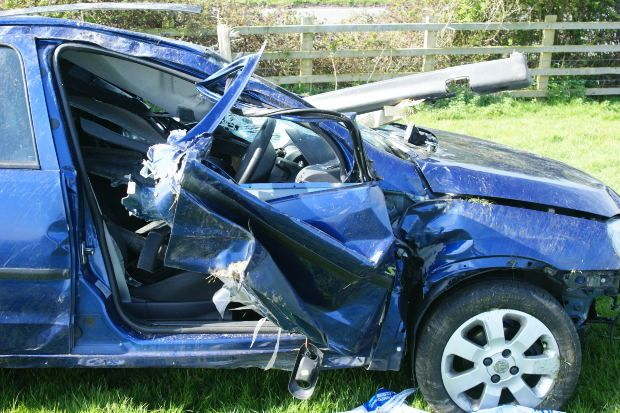 Car Crash 25 4 10 008 Jpg Car Accident Injuries Car Crash Car