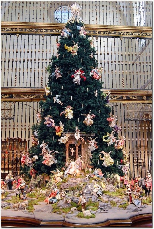 If You Love Angels The Annual Christmas Tree At The Metropolitan Museum Of Art Nyc Is A Must See Christmas Tall Christmas Trees Christmas Tree Decorations