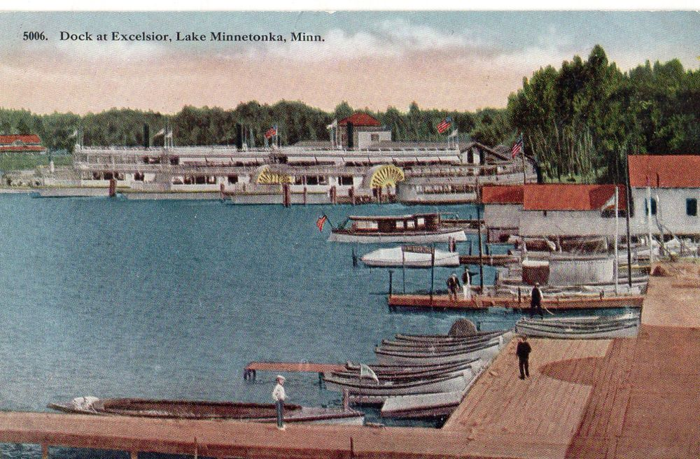Lake mn dock at excelsior many diff kinds of