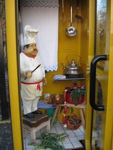 Platz ist in der kleinsten Küche / Telefonzelle