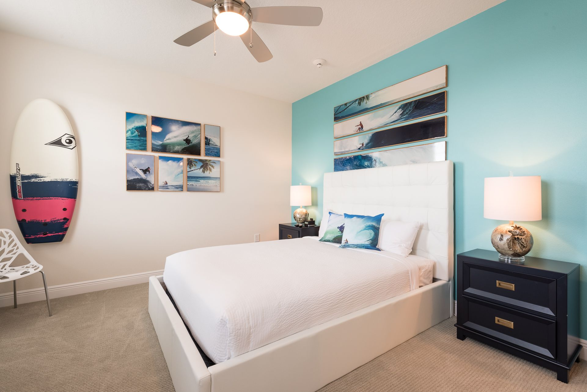What do you think of this accent wall in this vacation