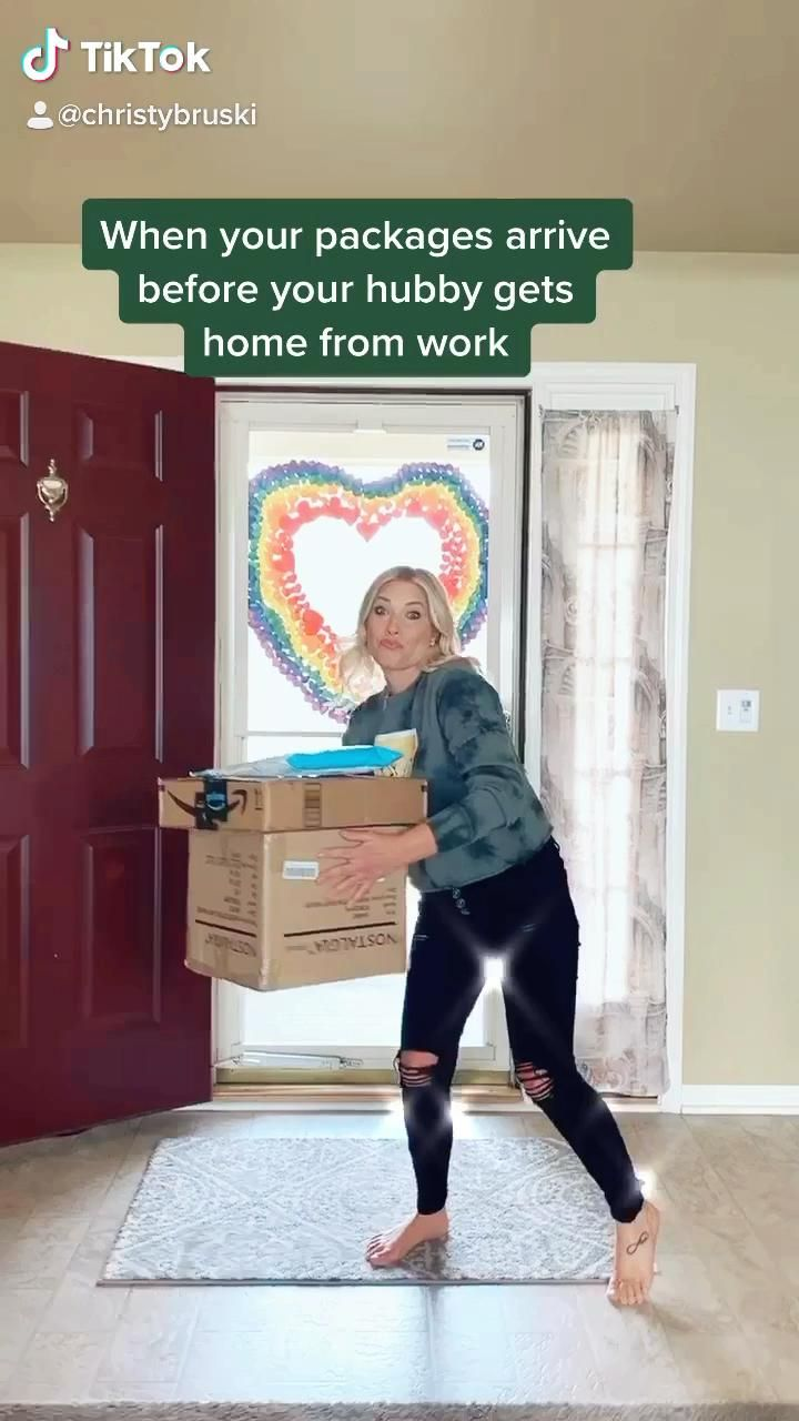 Video Happy Walk When Packages Arrived Before Husband
