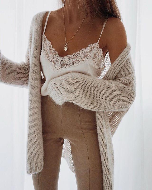 Hasse diese Farben, aber liebe das Aussehen der Stücke! Spitzen-Cami mit kuscheliger, übergroßer Strickjacke #womenslooks