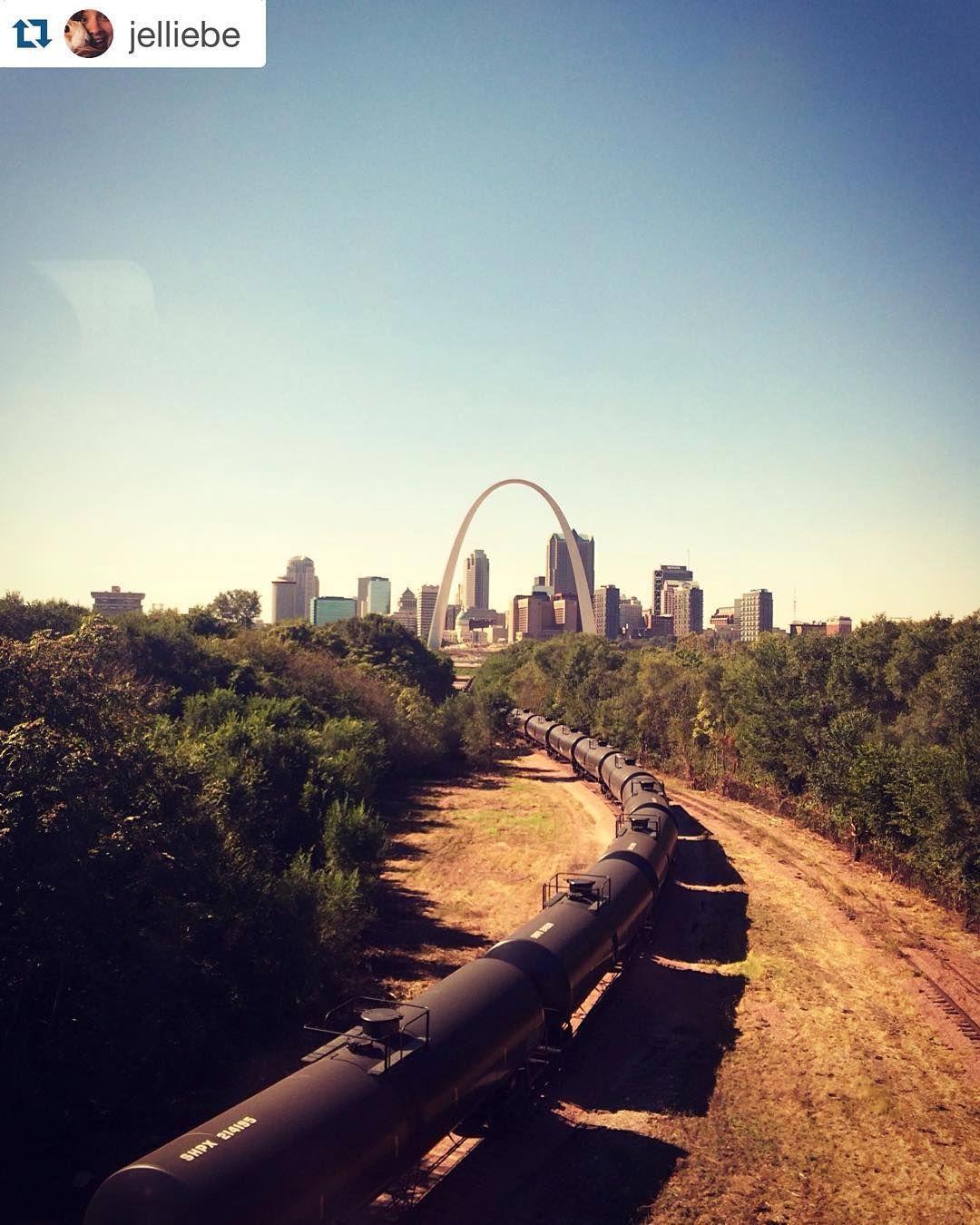 #Repost @jelliebe  The gateway to the Midwest   #stlouis #stl #amtrak #arch #midwest #getaway #instatravel #missouri #home #gateway #smalltravels #merica