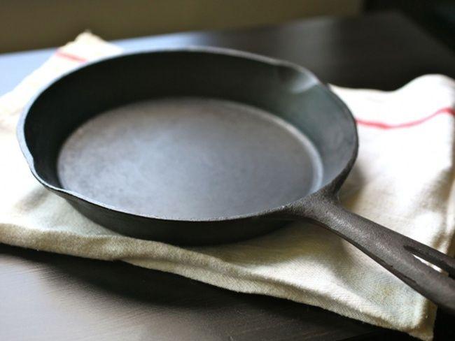9 отличных лайфхаков как молниеносно убраться на кухне Cast Iron Pan Cast Iron Cookware Cast Iron Cooking