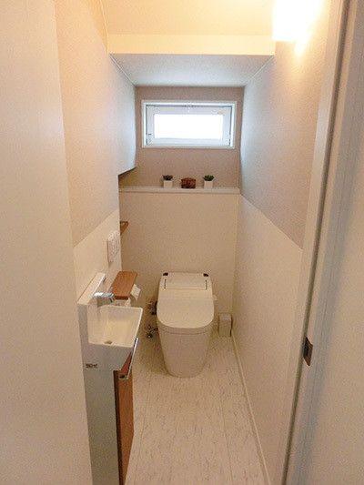 Web内覧会 1fトイレ 階段下を使って 落ち着いた雰囲気 ちょい