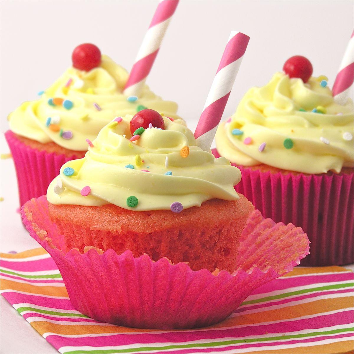 Cup cake   Limonade à la fraise, Recette cupcake ...