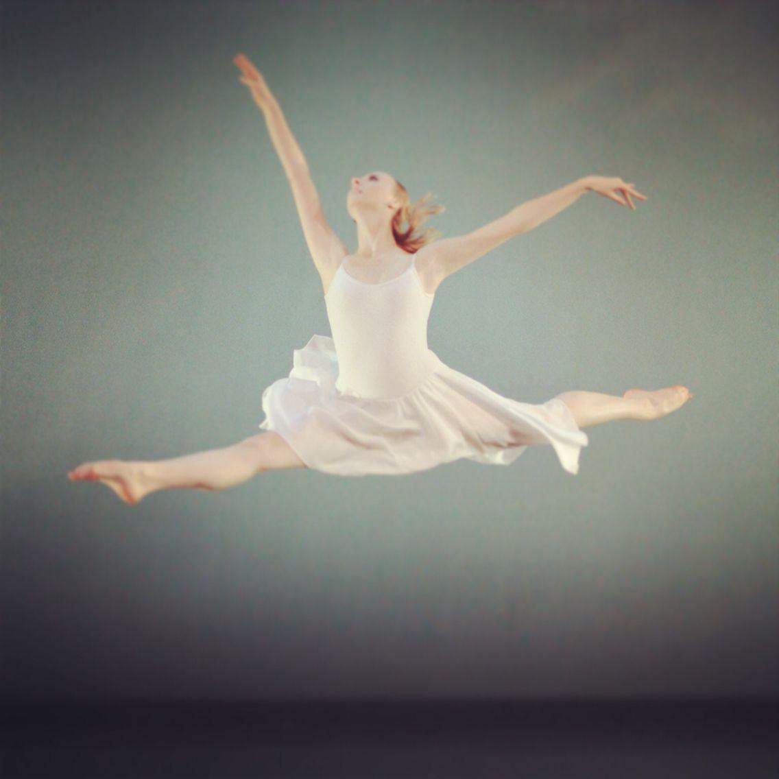 http://www.gregoryhancockdancetheatre.org