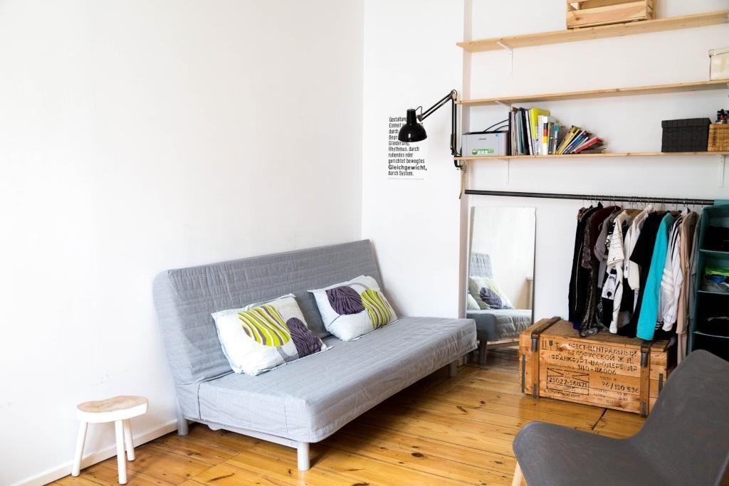 Hochwertig Tolle Ideen Ein WG Zimmer Möglichst Platzsparend Und Dennoch Modern  Einzurichten. Das Wandregal Ist