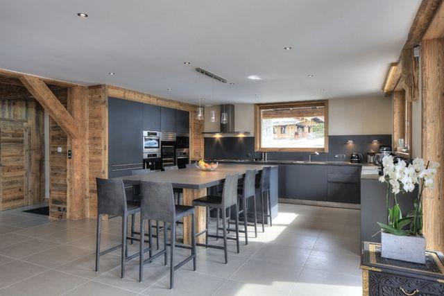 cuisine dans les tons gris m lange au bois chaleureux et contemporain esprit montagne chic. Black Bedroom Furniture Sets. Home Design Ideas