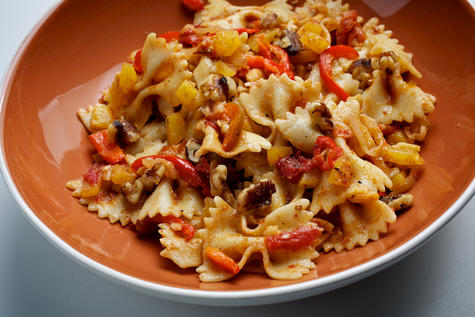 Autumn's bounty, warmed by cinnamon in Farfalle With Squash and Red Peppers | Planit Northwest