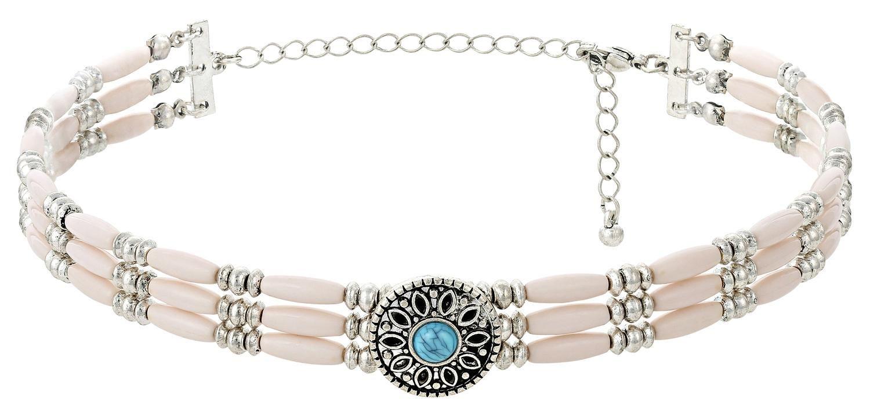 Dieser dreireihige Choker aus länglichen beige-grauen Perlen und kleinen silberfarbenen Perlen wirkt besonders locker und lässig. Verziert wird der schöne Choker noch zusätzlich durch ein rundes florales Element und einem wunderschönen...