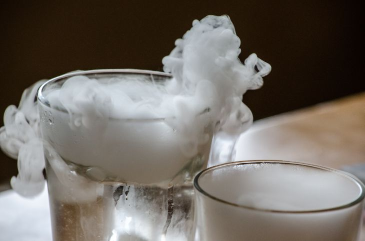 How To Use Dry Ice In Spooky Halloween Cocktails Dry Ice Frozen Bubbles Dry Ice Halloween