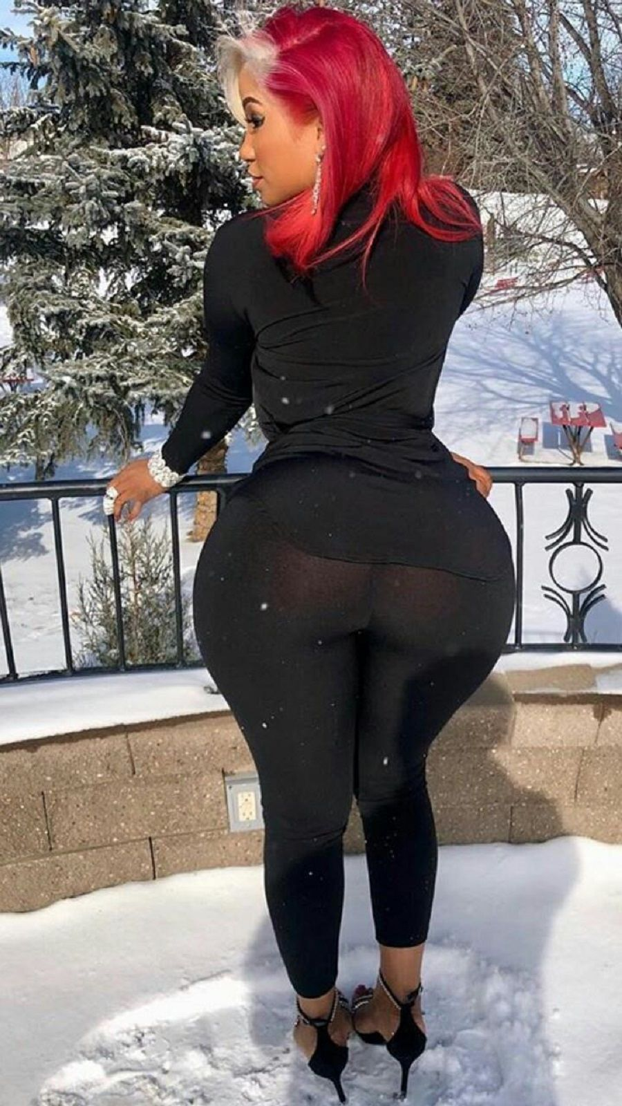 big butt with Redhead bubble