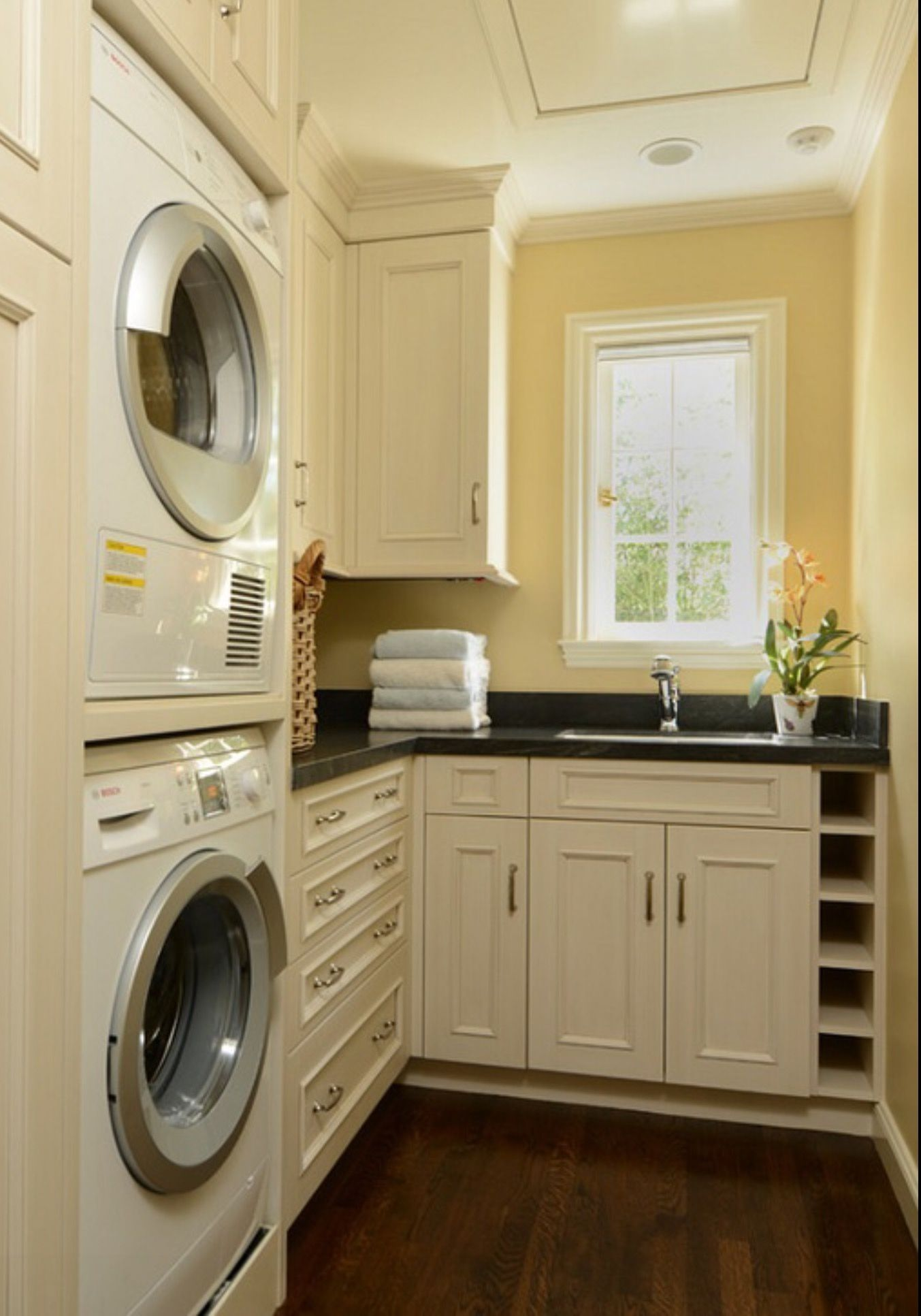 Pin By Carla Ramey On Laundry Plus Craftsman Style Kitchen
