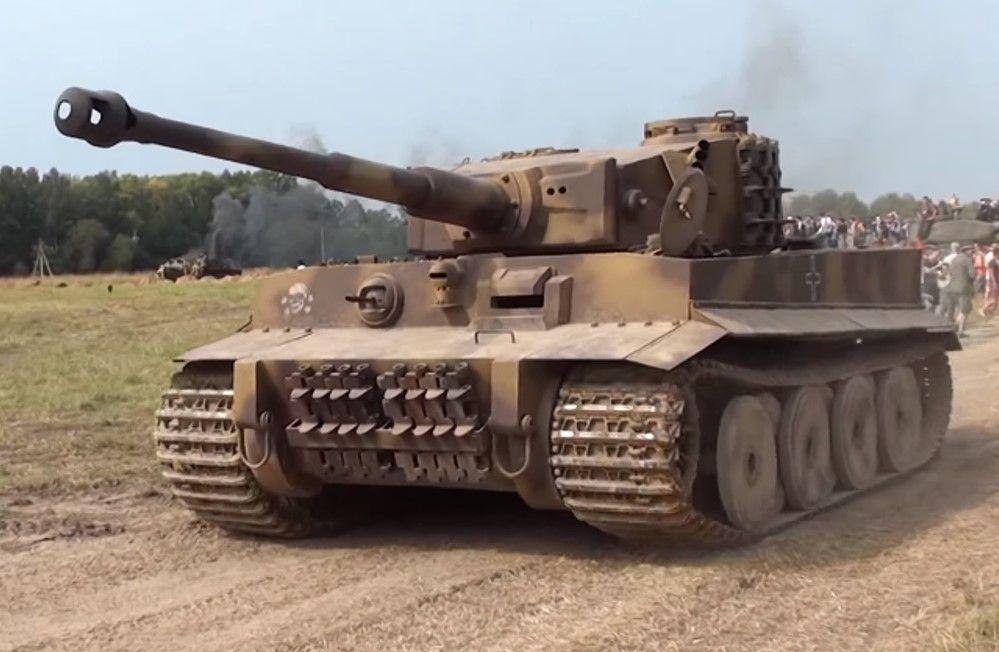 Walkaround a Unbelievable German Tiger Tank Replica on