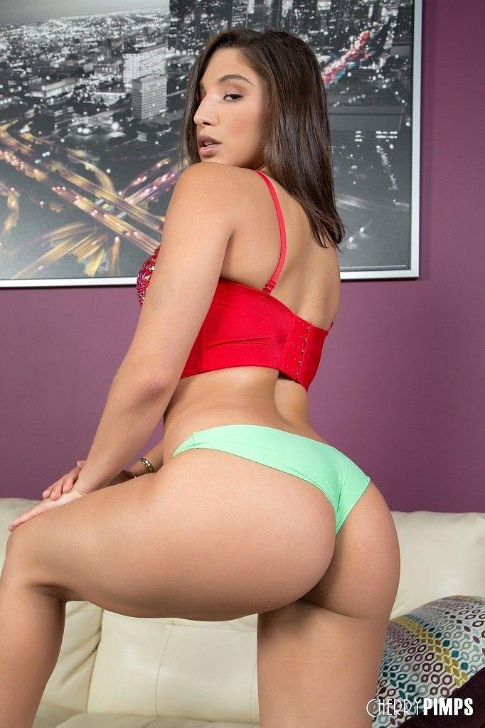 sexybustiwife com
