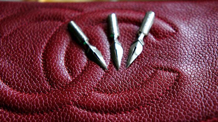 http://www.sheawong.com/check-story/  shea wong #chanel #clutch #vintage #handbag #leather #fountainpen #nib #Paris