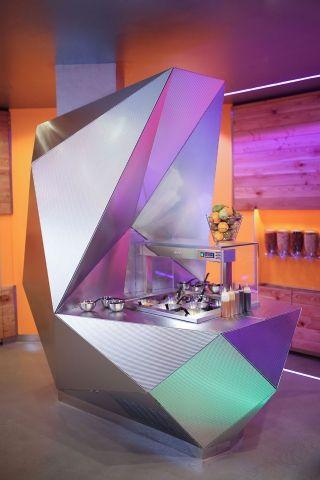 Samba Swirl by Mizzi Studios - News - Frameweb (interesting geometric composition)