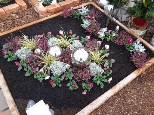 Bildergebnis f r grabbepflanzung winter grabgestaltung pinterest grabbepflanzung winter - Herbstdeko mit erika ...