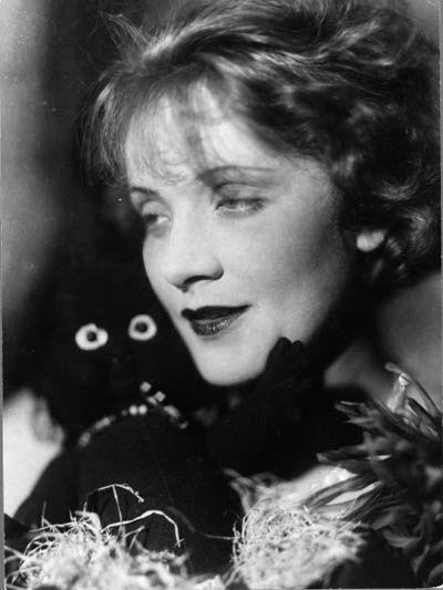 ELLI MARCUS (1899-1977) 'Marlene Dietrich avant l'Ange Bleu ...