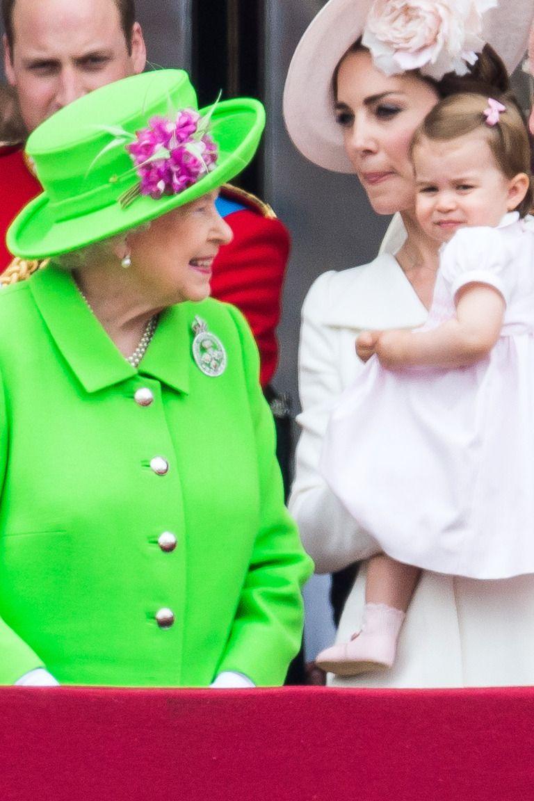 See Queen Elizabeth S Sweetest Moments With Her Grandchildren And Great Grandchildren Queen Elizabeth Prince William Family Princess Charlotte [ 1152 x 768 Pixel ]