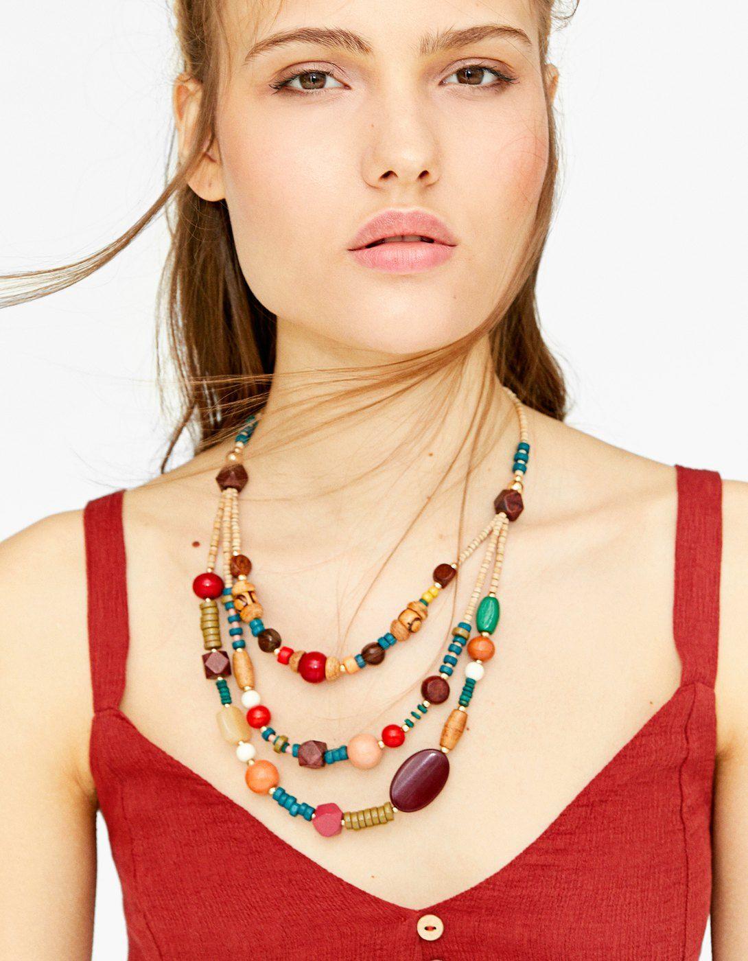 3d5d0dd58450 Descubre los collares tendencia 2019. Bisutería de moda bershka ...