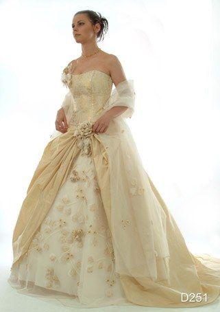 Abiti da sposa champagne e oro
