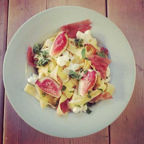 Fresh pasta with Parma ham, mozzarella, figs and mint / Verse pasta met parmaham, mozzarella, vijgen en munt.