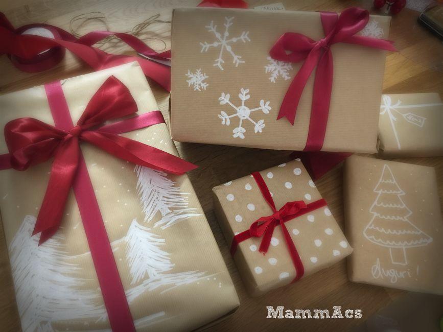 Regali di Natale con carta da pacchi | MammAcs | Confezionare